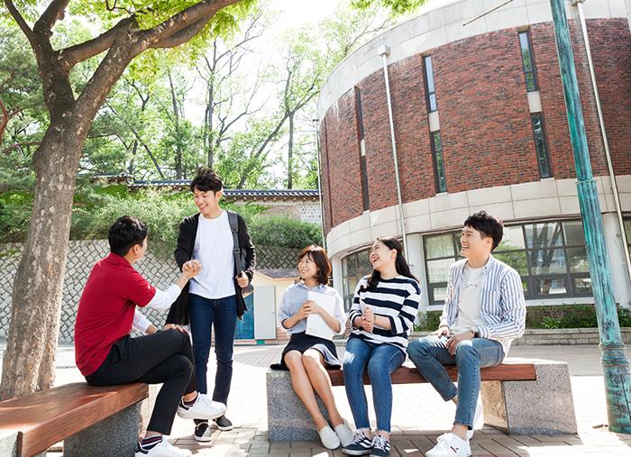 교수-재학생-졸업생 오프라인 모임 활성화