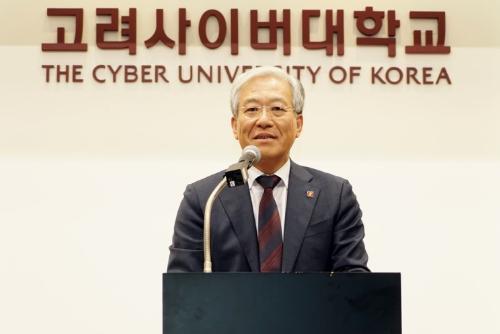 기념사하는 김진성총장