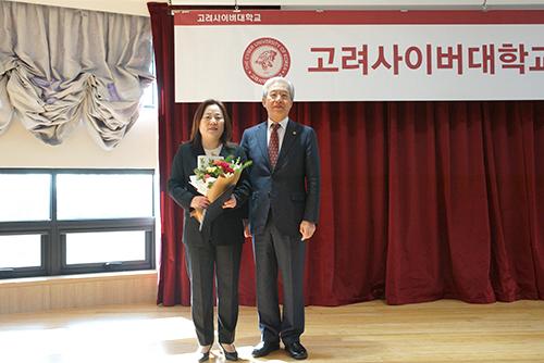 교육부 장관 표창을 수상한 박정선 교수