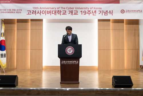 축사하는 장기남 교우회장